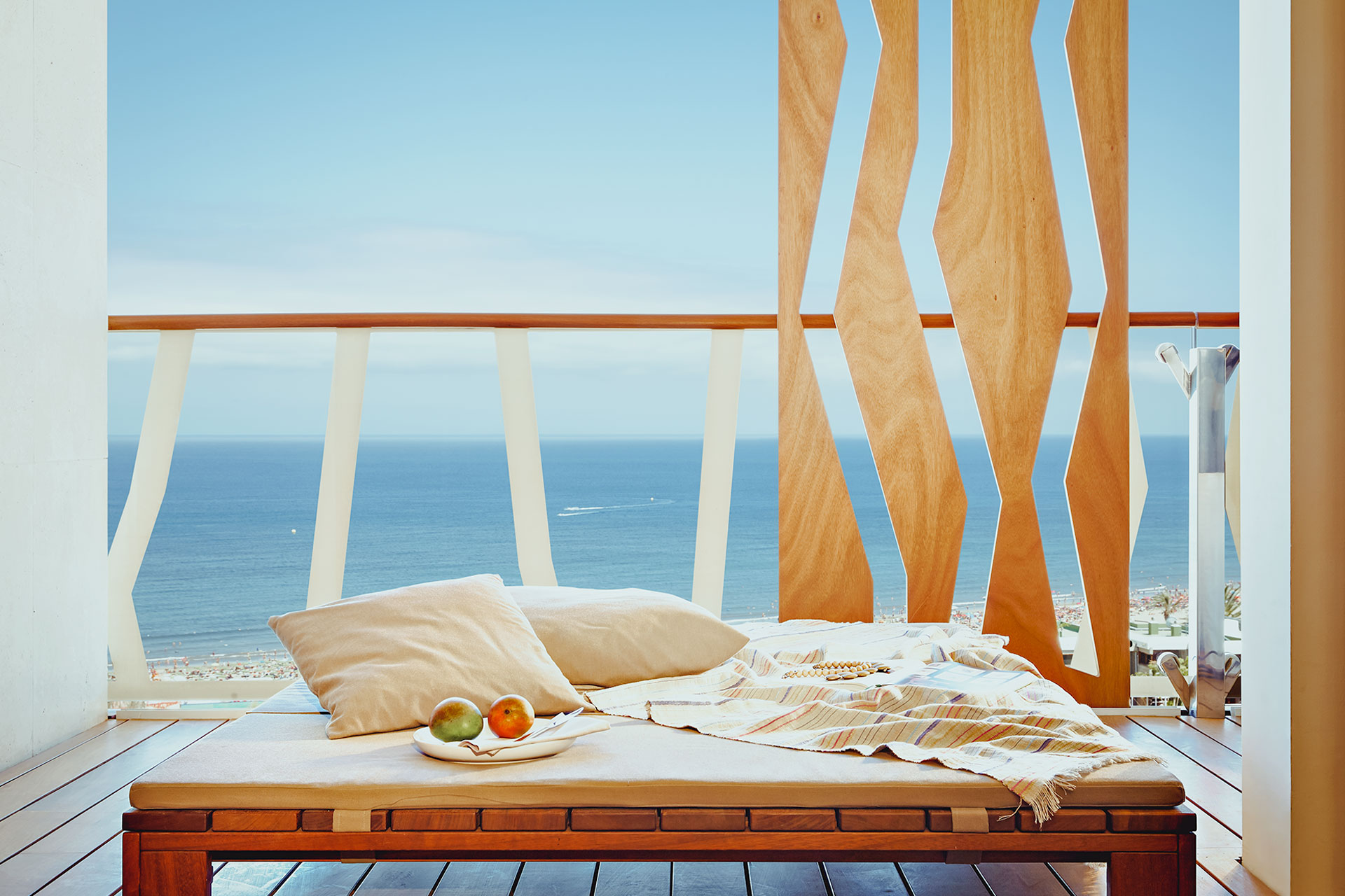 Daybed-balcony-(all-suites).jpg